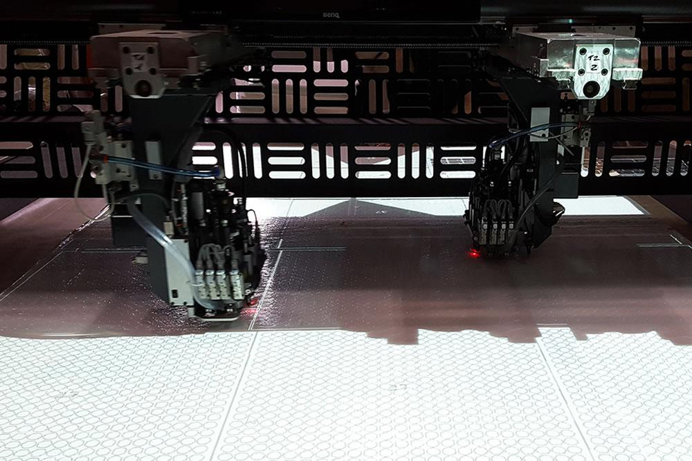 Taglio materiali sintetici conto terzi